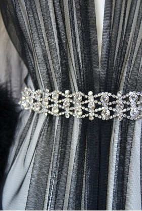 SILVER BEAUTIFUL BELT WITH RHINESTONES