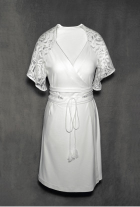 IVORY WHITE DRESSING GOWN WITH A WIDE BELT