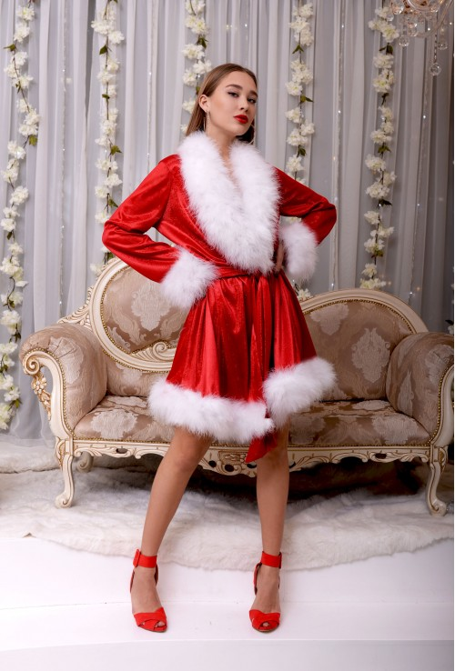 Brilliant red dressing gown with beautiful Marabou feathers for Christmas and New Year party photo shoot Erminel